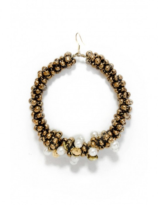 GOLD OVERGROWN BY PEARLS